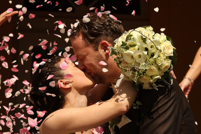 Blumenregen bei einer Hochzeit in Wiesbaden