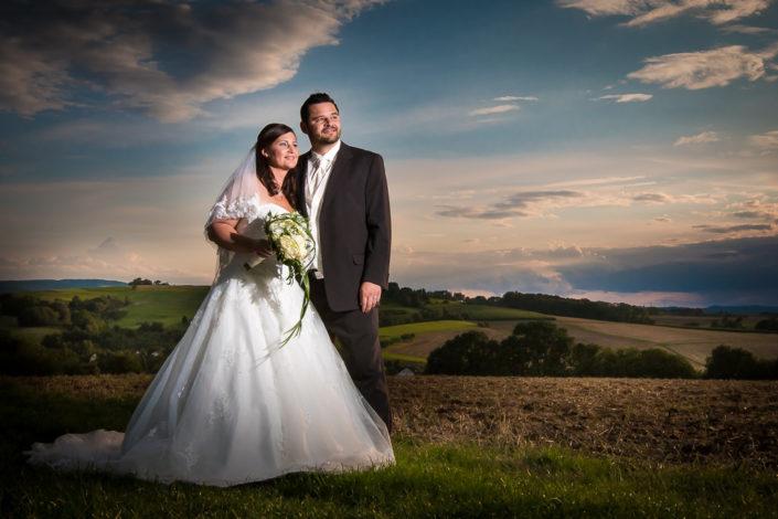 Hochzeitsbild auf den Hügeln über dem Odenwald